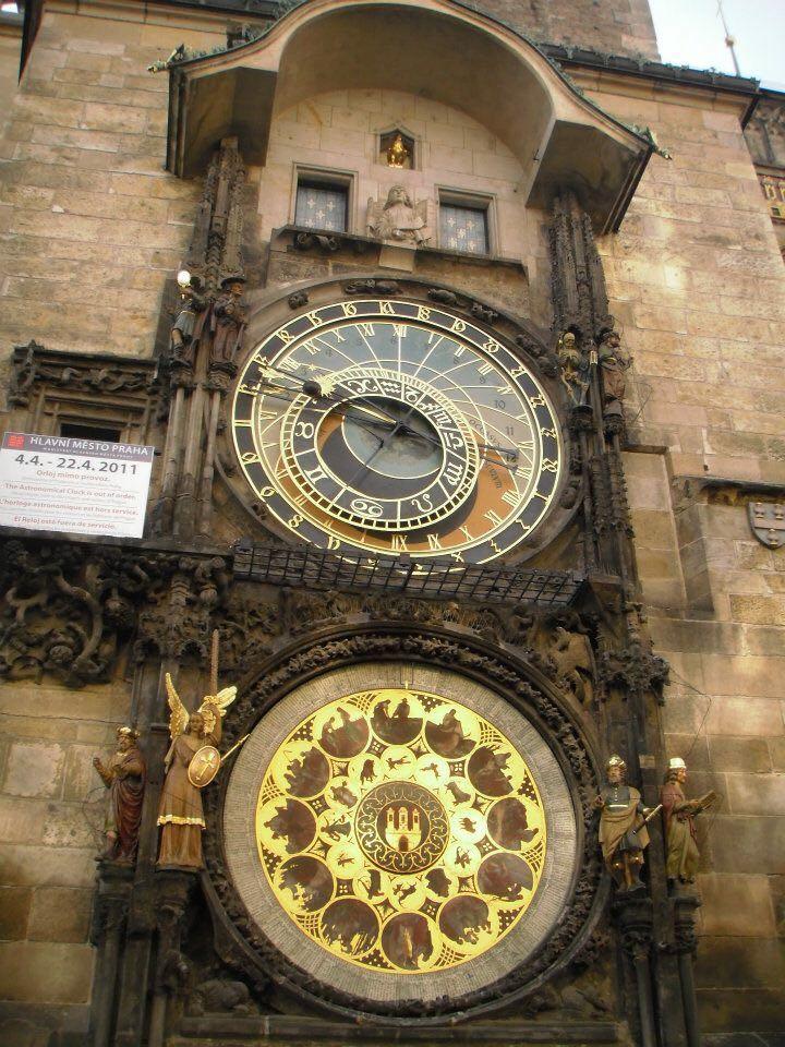 Orloj relógio astrônomico medieval